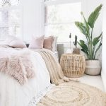 9+ Comfy bedroom ideas for girls to copy. Get the comfy apartment look. Cozy whi...