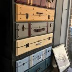Commode with trunk drawers // Perfect for the kindergarten of Harry Potter - #Co...