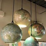 Upcycled World Globe – Einfache DIY Pendelleuchten - https://bingefashion.com/haus