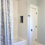 70 Inspiring Farmhouse Bathroom Shower Decor Ideas And Remodel - CoachDecor.com