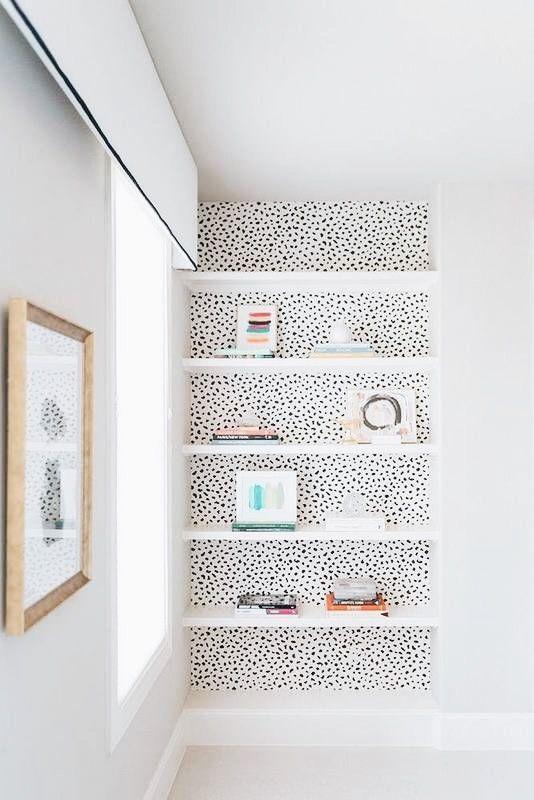 Black and white modern built-in bookshelf. #bookshelf #bookshelfideas
