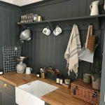 Cuisine grise. Évier de Belfast. Plans de travail en bois. Pour une visite d'inspiration relooking ... - Wood Design